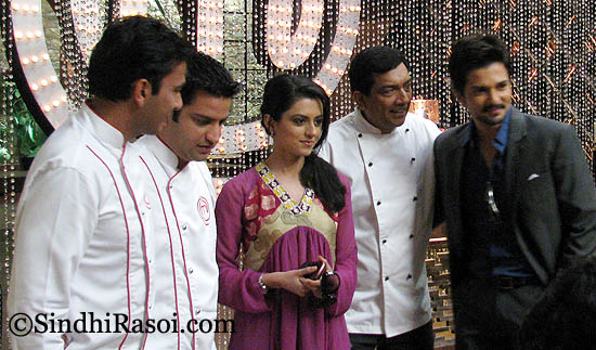 http://sindhirasoi.com/wp-content/uploads/2011/12/chefs_riddhi_rakesh_maryada.jpg