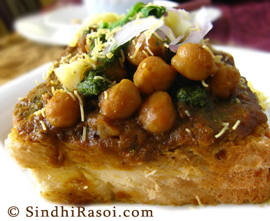 Chola Dhabhal chickpeas curry with bread
