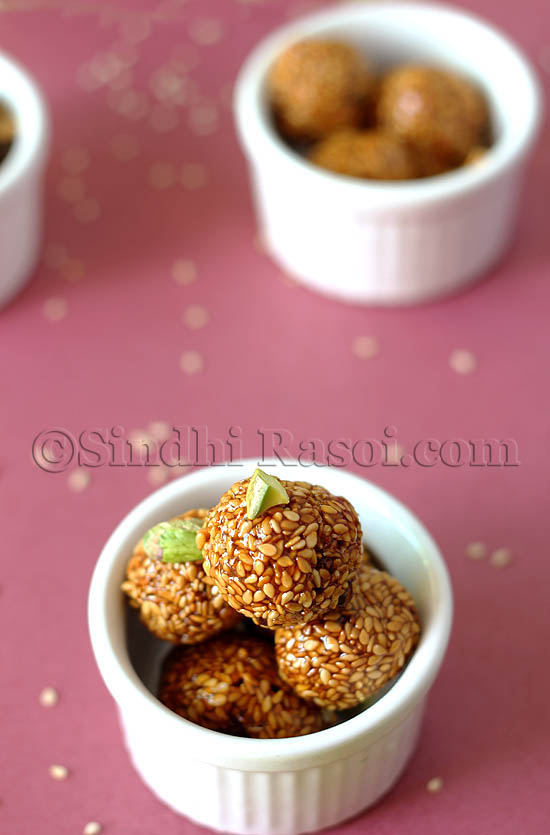 honey and sesame seeds balls, til kay laddu
